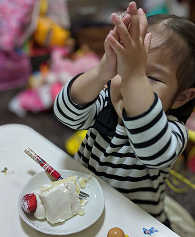 ケーキが好きな2歳児